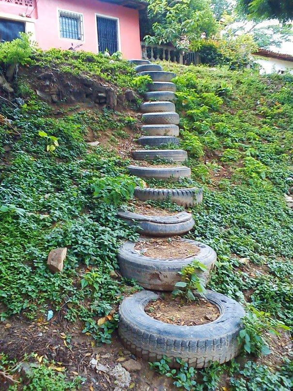 Escalera de neumaticos reciclaje
