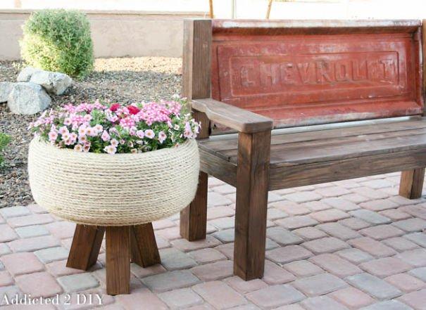Mesa con neumatico reciclaje